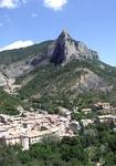 Orpierre village falaise